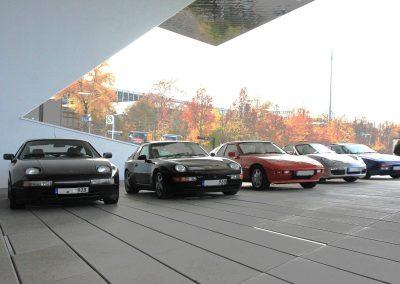Vor dem Porschemuseum